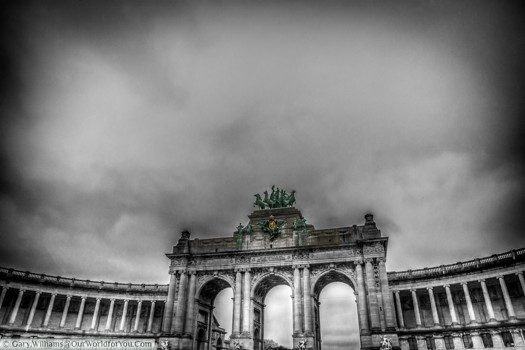 The arch that sits proudly as a gateway to the Parc du Cinquantenaire in Brussels.
