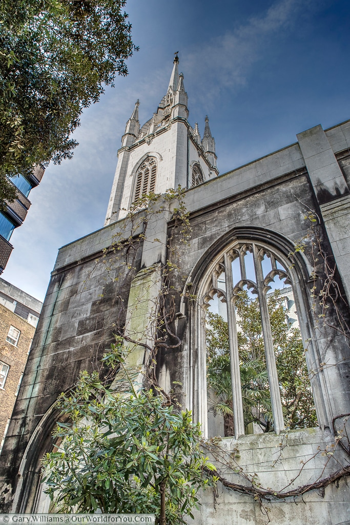 St Dunstan in the East, a quiet gardens in the City of London around a ruined church, London, England, UK