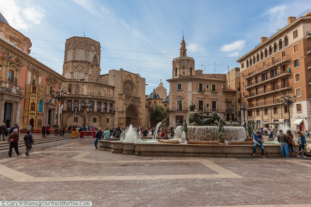The Plaza de la Virgen with the fountain and the Cathedral in the background, Valencia, Spain