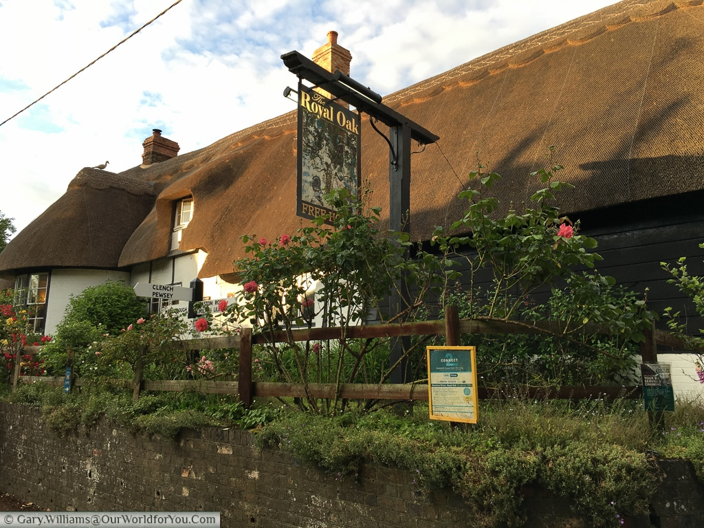 The Royal Oak public house, Wootton Rivers, Wiltshire, Kennet & Avon Canal, England, UK, United Kindgom