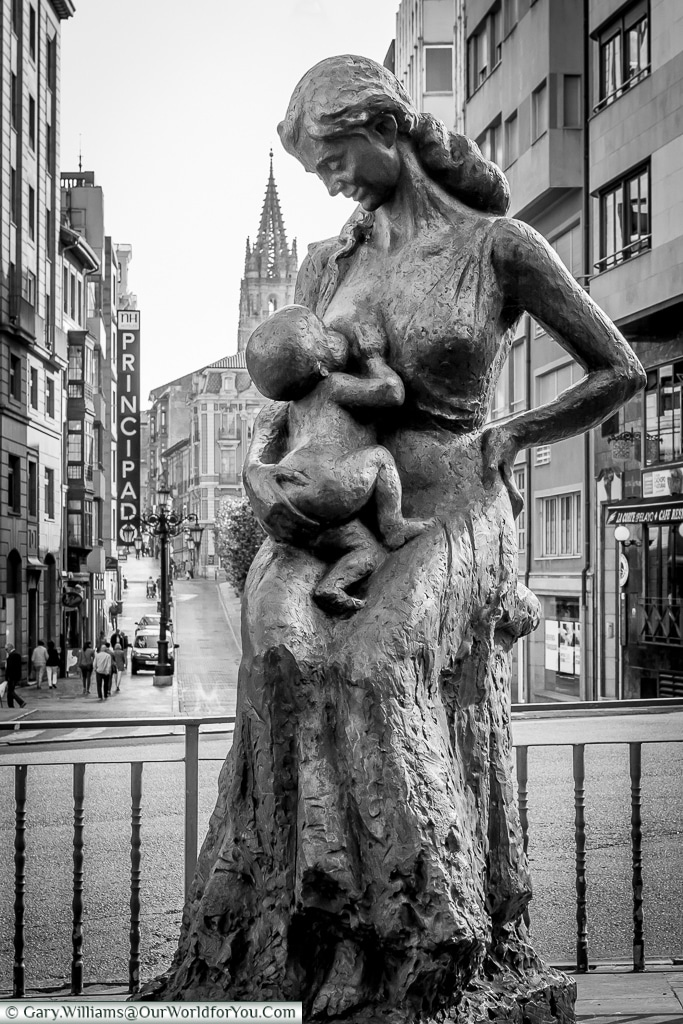The sculpture of 'Encarna con Chiquitin', Oviedo, Spain