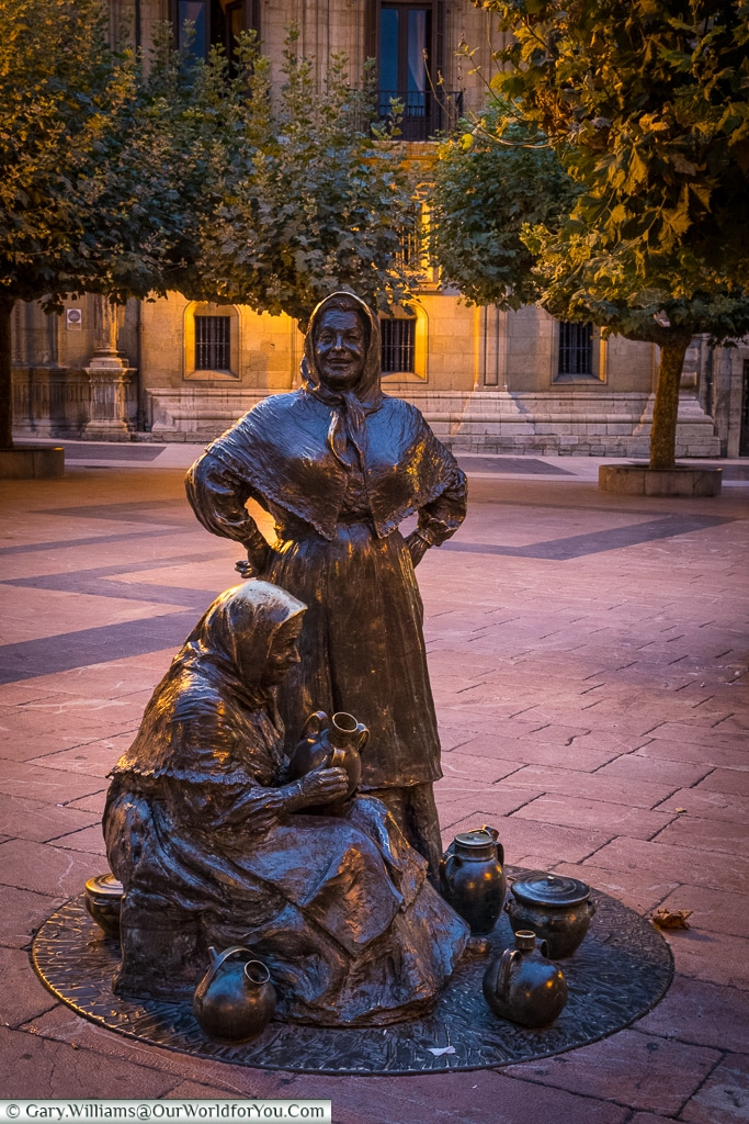 A statue of pot sellers, known as Las Vendedoras del Fontan, Oviedo, Spain