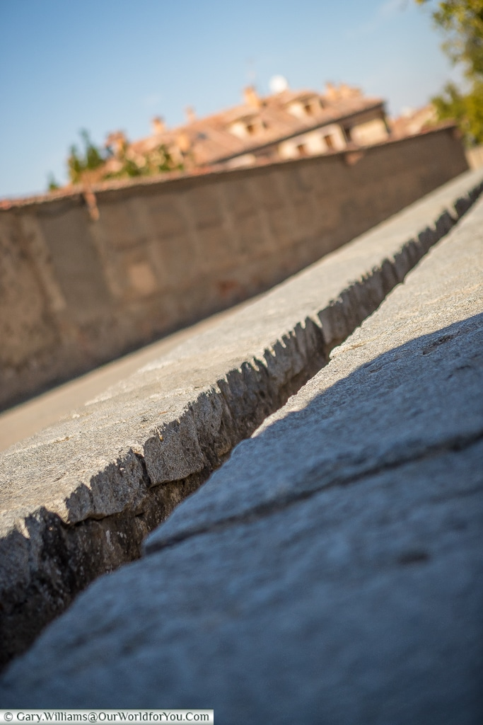 A narrow path, Segovia, Spain