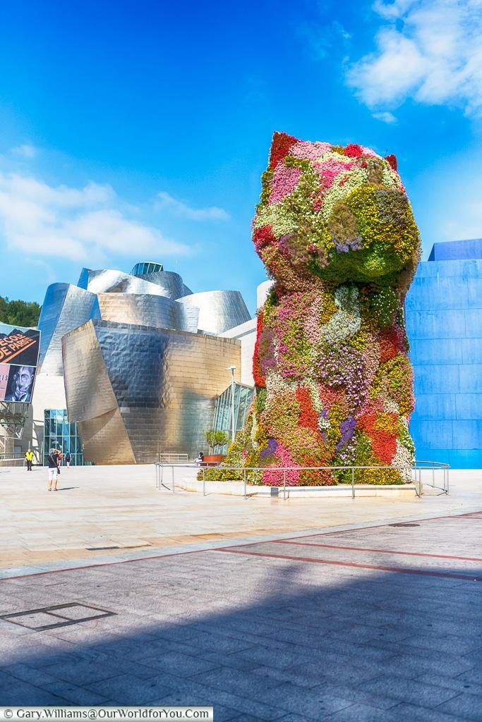 Jeff Koons 'Flower dog' in front of the Guggenheim, Bilbao, Spain