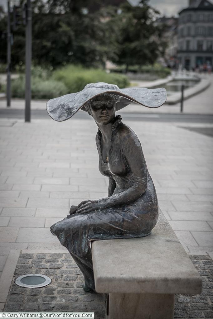 La dame au chapeau, Troyes, Champagne, Grand Est, France
