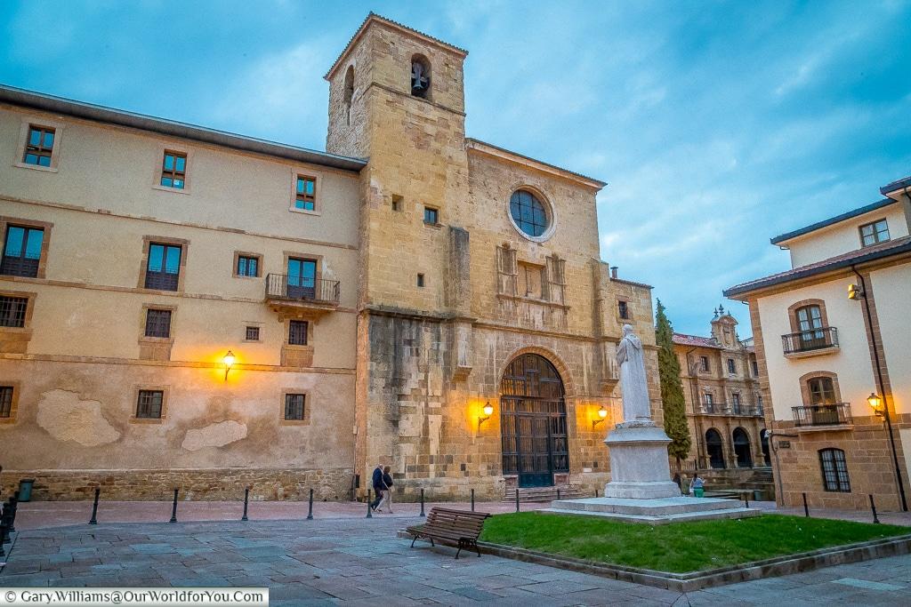 Plaza de Feijoo, Oviedo, Spain