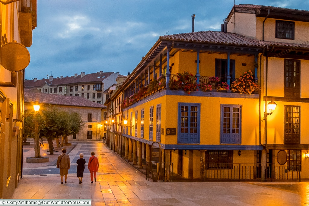 Plaza del Fontán as dusk sets in, Oviedo, Spain