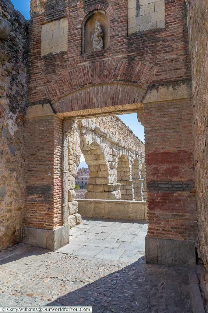 The aqueduct now enters the city, Segovia, Spain