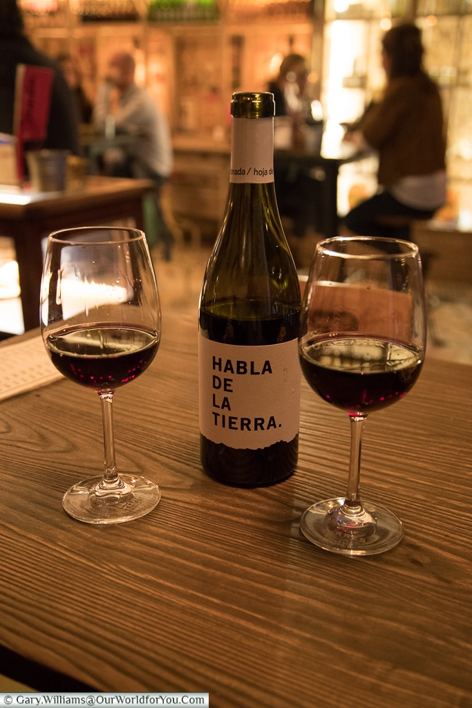 Vino tinto, Oviedo, Spain