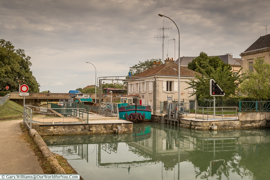 A lock on the Marne canal, Châlons-en-Champagne, France