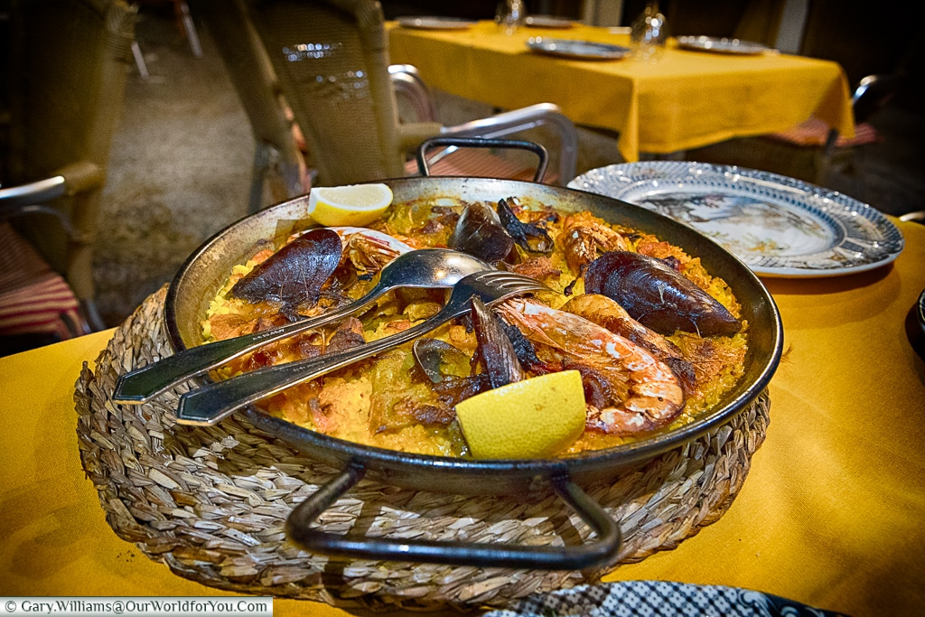 Paella at La Cueva, Plaza de Doña Elvira, Seville, Spain