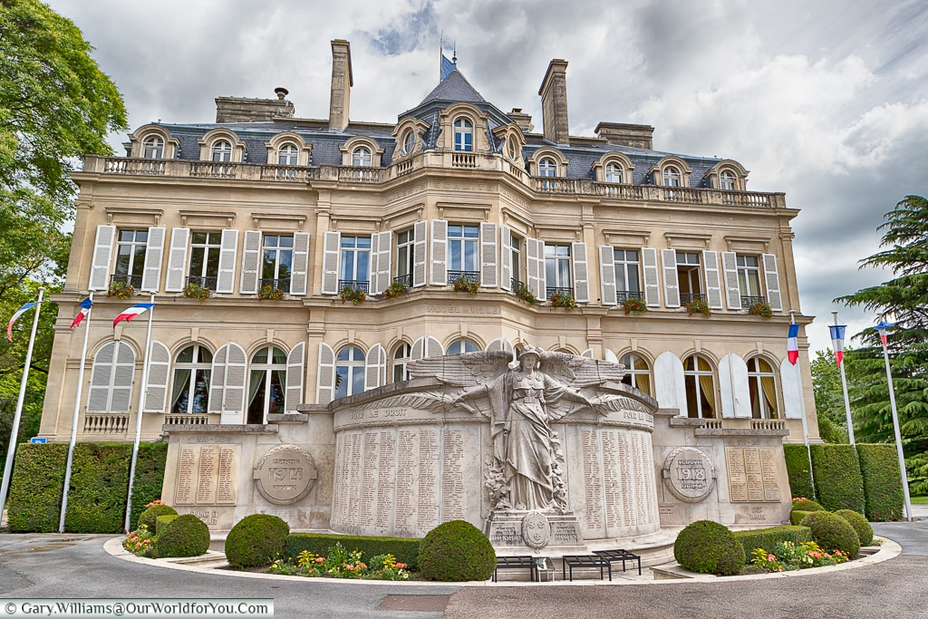 Marie and the monument to the fallen, Épernay, France