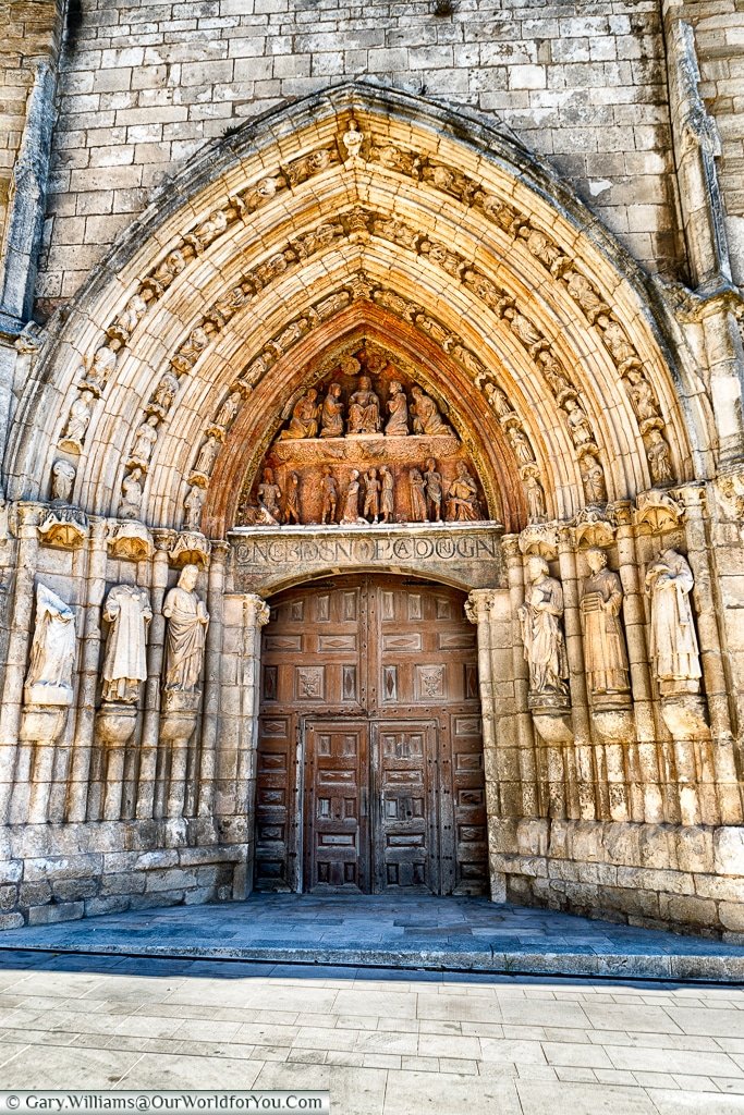 The doorway to Iglesia de San Esteban, Burgos, Spain